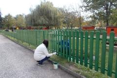 Kerítés festés szülői segítséggel (1)